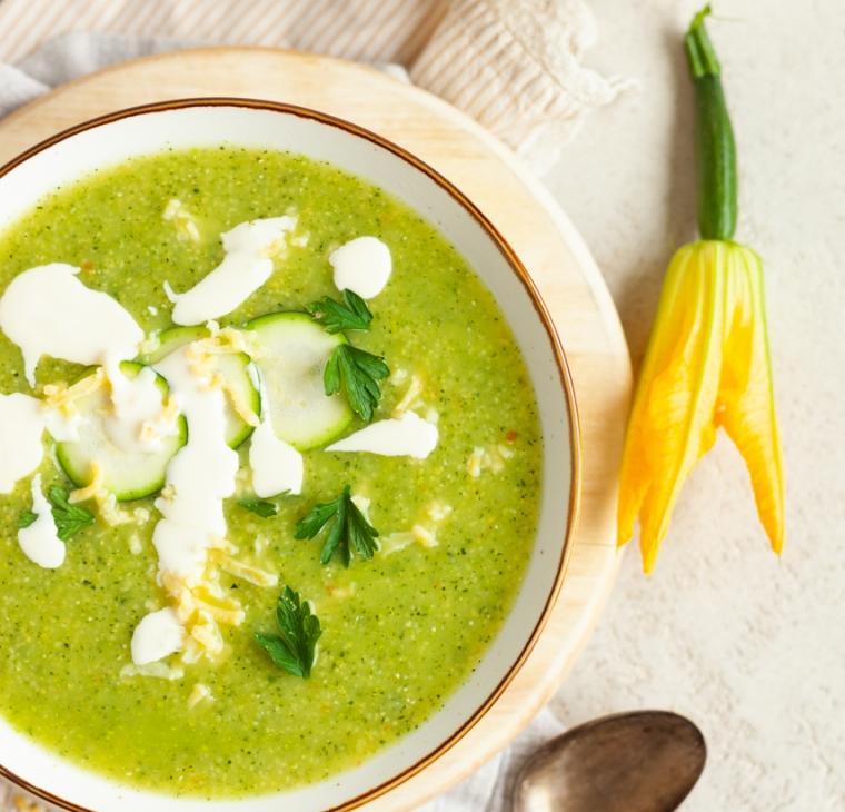 Ekspresna bučkina juha s polento in ribano kašo