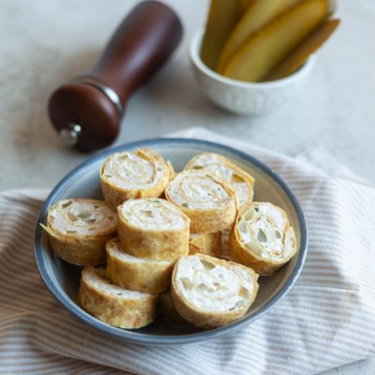 Tortiljina kolesa s šunko in kislimi kumaricami