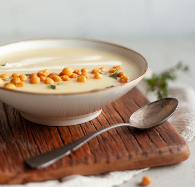 Zdrobova krompirjevo česnova juha s kroglicami