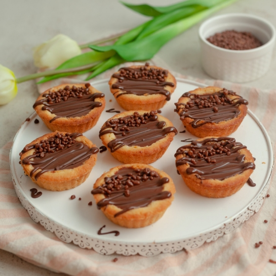 Čokoladne mini pite s pokajočo čokolado