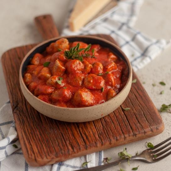 Pehtranovi njoki v paradižnikovi omaki