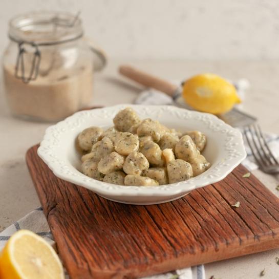 Pehtranovi njoki z maslom, vanilijevim sladkorjem in limonino lupinico