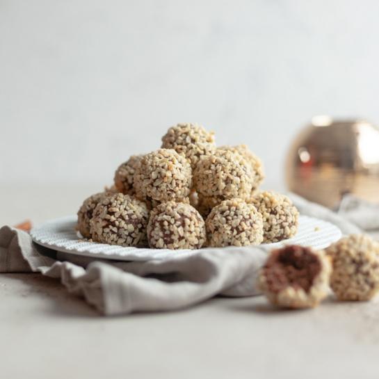 Krhke pečene mandljeve kokosove čokoladne kroglice