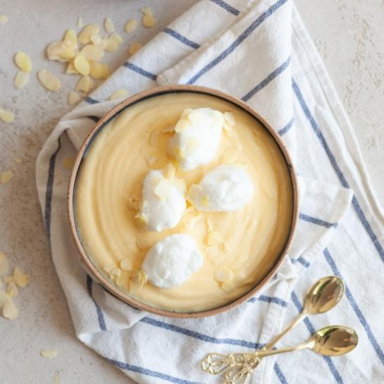 Snežne kepe v vanilijevi kremi