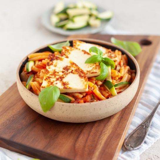 Testenine v zelenjavni omaki s sirom za žar