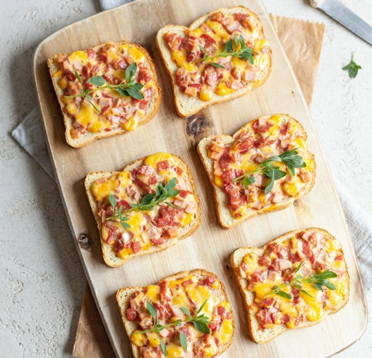 Popečeni kruhki s pica namazom iz otroštva