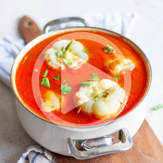 Veganske polnjene paprike v paradižnikovi omaki