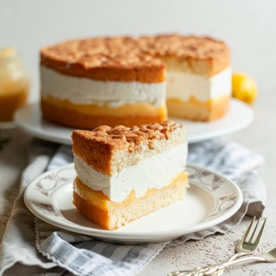 Limonina mascarpone torta s pinjolami