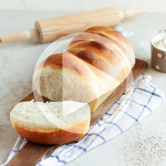 Mlečni banana kruh