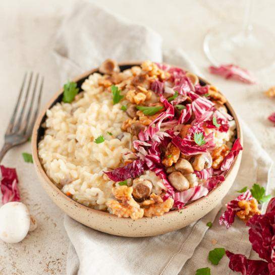 Rižota s šampinjoni, radičem in karameliziranimi orehi