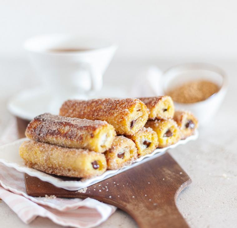 Ekspresni Nutella toast churrosi s čokoladno polivko