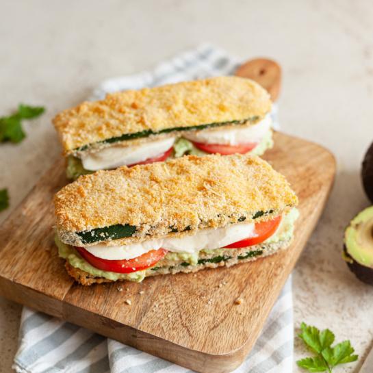 Bučkini sendviči z avokadom, mocarelo in paradižnikom